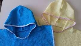 Ponchitos de toalla infantiles