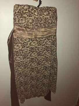 Vestido strapless color marron claro