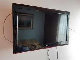 VENDO BARATO TELEVISOR  LG TIPO 3D - DE 32 PULGADAS EN EXCELENTE ESTADO -INCLUYE SOPORTE PARA PARED!! NEGOCIABLE!!