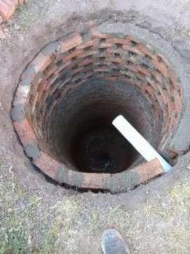 Pozo ciego y excavacione pozo para pileta de natación, también realizamos : zanjeo, zapatas... Y acarreo de tierra ...