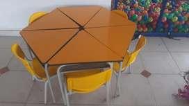 Piscina de pelotas 2x2 con mesita y resbaladero