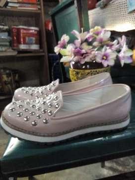 Vendo calzado femenino número 37