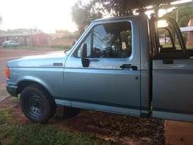 Camioneta Ford F100 con equipo de gas glp
