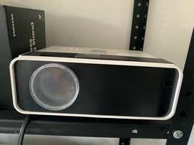 Mini proyector, proyector de vídeo CiBest 4200 lux con 50.000 horas de larga vida LED portátil de cine en casa 1080P com