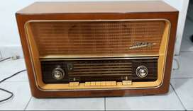 Vendo hermoso Radio Antiguo Original, de Tubos New-Yorker, Refe: Continental 58w del 66.