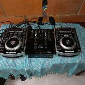 Vendo dos.unidades numark NDX 400 Y mixer behringer