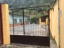 Hospedaje/Hostal/Hotel funcionando. 12 habitaciones y 2 departamentos. km. 20 vía a Quito. Negocio rentable. 1393 mt2.