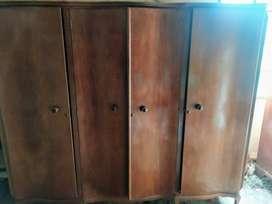 ropero de madera  ancho: 2,02m  alto: 1,78cm  profundidad: 57cm