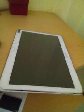 Se vende dos tablets y un teclado Bluetooth