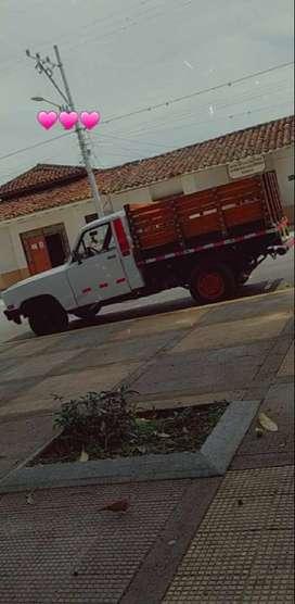 Se vende camioneta  de estacas mazda modelo 85