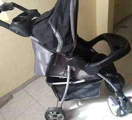 Coche para bebé dos meses de uso