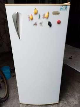 Vendo refrigeradora Indurama 10 pies (261 litros de capacidad)