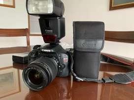 Camara canon EOS Rebel T2i con flash canon speedlite 430 EX