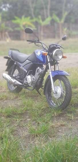Moto Honda cb1 125cc con aros 17 radiales llantas maxxis