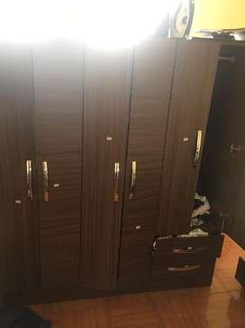 Closet  6 puertas nueva 2 meses de uso importada