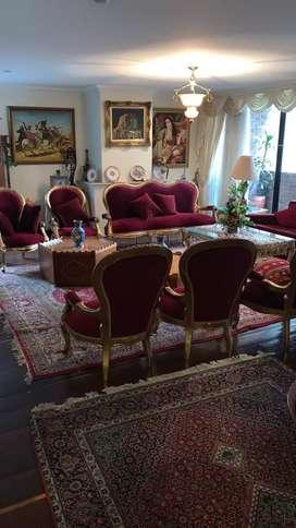 Juego de sofás y mesas