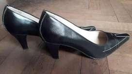 Zapatos De Cuero Negro Taco Mediano Con Pespunte Blanco