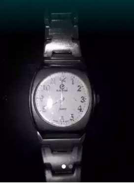Reloj muy bueno . A reparar