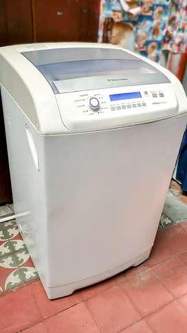 Lavadora Electrolux de 30 libras