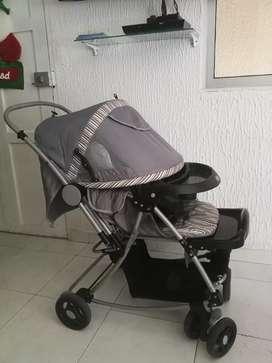 Coche paseador con protector de pies color gris marca e-baby