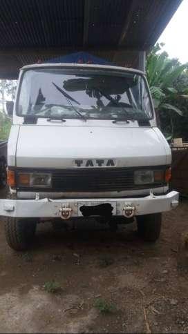 Camión 4x4 marca TATA