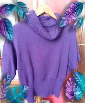 Sweater violeta mujer, cuello alto , liviano . Talle s/m