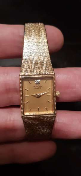 Reloj bulova a pila de mujer