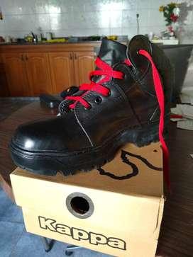 zapatos de seguridad , varios 41 , y , un sólo par 42