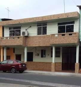 Se alquila casa de dos pisos en Calceta.