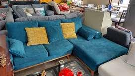 Hermoso sofá turquesa en forma de L