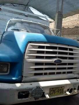 Se vende camión Ford 800 motor Cummins con turbo