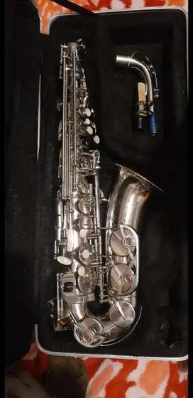 Saxofón en perfecta condición