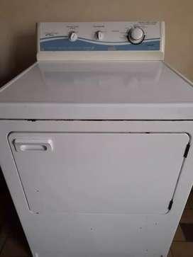 Secadora para reparar o para repuestos, esta para cambiar un térmico nada más