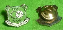 RARO PIN DISTINTIVO COOK ISLANDS FOOTBALL ASSOCIATION 1990s FUTBOL ISLAS COOK