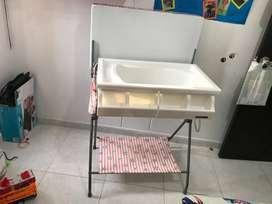 Se vende hermosa bañera para bebita poco uso en buen estado