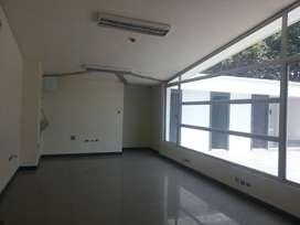 Alquiler amplias y modernas oficinas en Urdesa