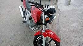 Vendo o permuto por auto  valor 135000 honda twister 250 mod 2012