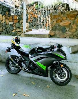 Ninja 300 2015, menos de 5000km de uso. Como nueva.