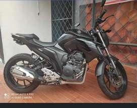 FZ 250 negra