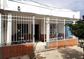 Se vende casa de un piso en santa marta barrio tamaca