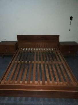 Juego de dormitorio en madera