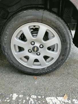 """Rin, 4 Rines 14"""" original Chevrolet de lujo con llantas nuevas"""