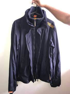 Chaqueta marca Superdry impermeable