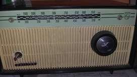 Radio antiguo sin golpes philis
