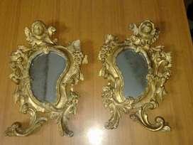 Antiguo par de cornucopias con espejos, adornadas con angeles.