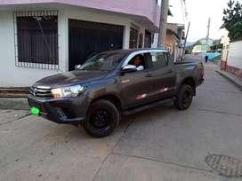 Se alquila Toyota Hilux 4x4 2021