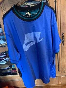 Remera Nike sportswear mesh azul