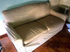 Sofá cama de dos plazas. Excelente estado