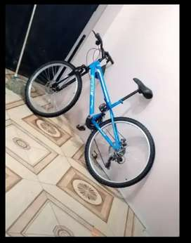 Bicicleta exelente estado con suspención delantera frenos de disco Rin 26 7x3