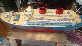 Gran Crucero Antiguo en Lata a Pilas